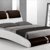 Двомісне ліжко в спальні