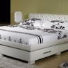 Двоспальне ліжко з висувними ящиками - ефективне використання простору в спальні