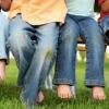 Як правильно відіпрати плями від трави на улюблених джинсах?