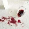 Як вивести пляму від вина