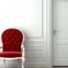 Міжкімнатні білі двері в інтер`єрі