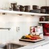 Навісні полки для кухні: огляд різних моделей з фото