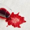 Відпираються червоне вино з білих речей, ніж вивести пляму