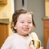 Прибираємо плями від банана з дитячого одягу
